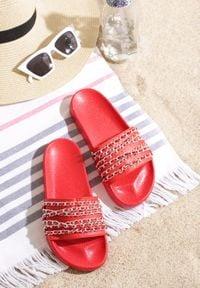 Born2be - Czerwone Klapki Midnight Memories. Kolor: czerwony. Materiał: jeans, len, skóra ekologiczna. Sezon: lato. Styl: wakacyjny, retro, rockowy