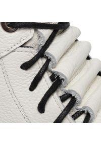 Białe botki Karino na obcasie, na średnim obcasie