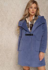 Renee - Granatowy Płaszcz Erusa. Kolor: niebieski. Materiał: skóra, poliester. Wzór: aplikacja