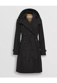Burberry - BURBERRY - Czarny trencz z odpinanym kapturem. Kolor: czarny. Materiał: materiał. Długość rękawa: długi rękaw. Długość: długie. Wzór: kratka. Sezon: jesień, wiosna. Styl: klasyczny #4