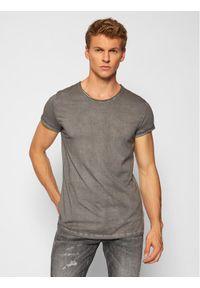 Tigha T-Shirt Milo 100107 Szary Regular Fit. Kolor: szary