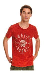 Pomarańczowy t-shirt TOP SECRET z krótkim rękawem, w kolorowe wzory, krótki