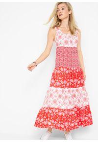Długa sukienka bawełniana z dżerseju bonprix truskawkowy z nadrukiem. Kolor: czerwony. Materiał: bawełna, jersey. Wzór: nadruk. Długość: maxi