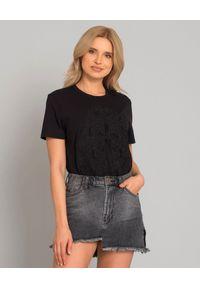 CESARE PACIOTTI - Czarny t-shirt z logo. Kolor: czarny. Materiał: jeans, bawełna. Wzór: napisy, haft, aplikacja. Styl: klasyczny