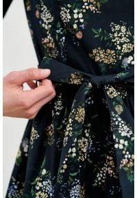 Marie Zélie - Sukienka Melia Musa. Typ kołnierza: kokarda. Materiał: skóra, elastan, bawełna, materiał. Styl: klasyczny