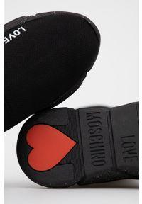Love Moschino - Buty. Nosek buta: okrągły. Kolor: czarny. Szerokość cholewki: normalna. Obcas: na platformie