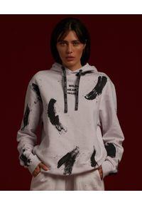 WILD MASCOT - Bawełniana bluza Youth z kapturem. Typ kołnierza: kaptur. Kolor: biały. Materiał: bawełna. Wzór: aplikacja, kolorowy