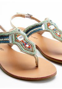 Zielone sandały bonprix z paskami, w kolorowe wzory