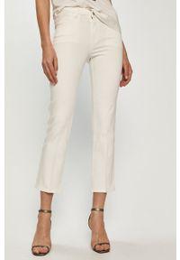 Białe proste jeansy Guess gładkie