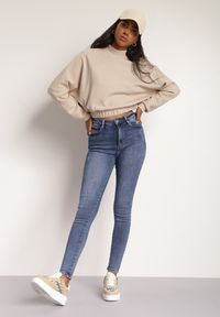 Renee - Niebieskie Jeansy Isizahne. Stan: podwyższony. Kolor: niebieski. Długość: długie. Wzór: aplikacja. Styl: klasyczny, elegancki