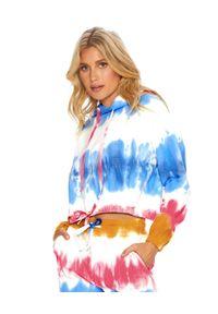BEACH RIOT - Kolorowa bluza z kapturem. Typ kołnierza: kaptur. Kolor: czerwony. Materiał: materiał. Długość rękawa: długi rękaw. Długość: długie. Wzór: kolorowy