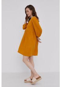 Answear Lab - Sukienka. Kolor: pomarańczowy. Materiał: tkanina. Wzór: gładki. Typ sukienki: rozkloszowane. Styl: wakacyjny