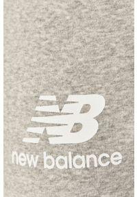Szare spodnie dresowe New Balance z nadrukiem