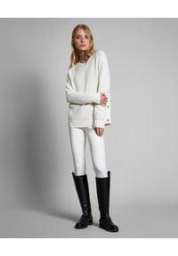 FAY - Biały sweter z wełny dziewiczej. Kolor: biały. Materiał: wełna. Długość rękawa: długi rękaw. Długość: długie. Wzór: aplikacja. Sezon: jesień, zima
