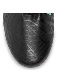 Czarne buty do piłki nożnej New Balance z cholewką