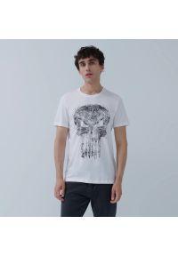 House - Koszulka z nadrukiem Punisher - Biały. Kolor: biały. Wzór: nadruk