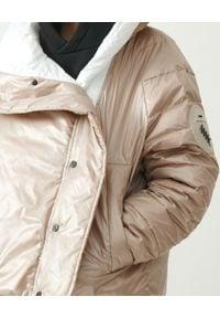 MMC STUDIO - Beżowa kurtka z logo Dale Light. Kolor: biały. Materiał: tkanina, guma. Wzór: aplikacja. Sezon: wiosna