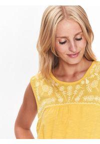 Żółta bluzka TOP SECRET na co dzień, z dekoltem na plecach, na zimę, bez rękawów