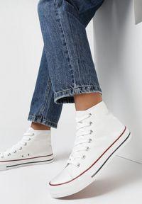Born2be - Białe Trampki Nonagina. Nosek buta: okrągły. Zapięcie: sznurówki. Kolor: biały. Szerokość cholewki: normalna. Wzór: aplikacja. Wysokość cholewki: za kostkę. Materiał: jeans, materiał, guma. Obcas: na płaskiej podeszwie. Styl: klasyczny