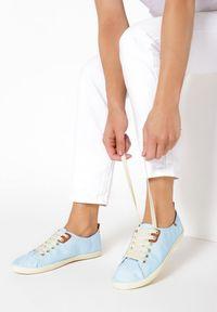 Niebieskie tenisówki Born2be