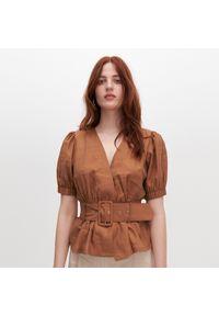 Reserved - Kopertowa bluzka z paskiem - Brązowy. Kolor: brązowy