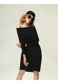 Madnezz - Sukienka Debbie H.. Typ kołnierza: komin. Materiał: wiskoza, elastan. Typ sukienki: oversize. Styl: rockowy