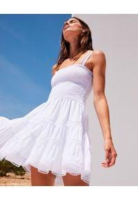 CHARO RUIZ IBIZA - Biała sukienka mini Stelle. Typ kołnierza: dekolt kwadratowy. Kolor: biały. Materiał: koronka, bawełna. Długość rękawa: na ramiączkach. Wzór: aplikacja, koronka. Typ sukienki: rozkloszowane. Długość: mini