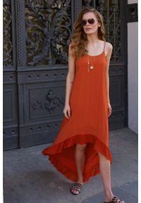 Pomarańczowa sukienka rozkloszowana Makadamia na ramiączkach, z asymetrycznym kołnierzem, maxi