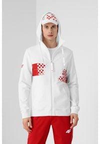 4f - Bluza męska Chorwacja - Tokio 2020. Typ kołnierza: kaptur, kołnierzyk stójkowy. Kolor: biały. Materiał: dzianina, elastan, bawełna. Wzór: nadruk. Sezon: lato
