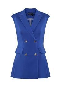 CATERINA - Niebieska kamizelka z dwurzędowym zapięciem. Okazja: na spotkanie biznesowe, do pracy. Kolor: niebieski. Materiał: bawełna. Długość rękawa: długi rękaw. Długość: długie. Styl: klasyczny, biznesowy