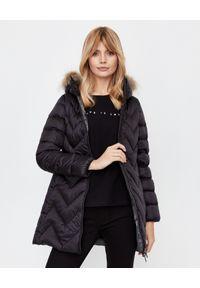 Hetrego - HETREGO - Czarny płaszcz puchowy Evette. Kolor: czarny. Materiał: puch. Styl: sportowy, elegancki
