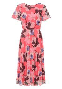 Sukienka midi plisowana bonprix różowo-lila w kwiaty. Kolor: różowy. Wzór: kwiaty. Sezon: lato. Styl: elegancki. Długość: midi