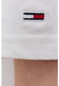 Tommy Jeans - T-shirt bawełniany. Okazja: na co dzień. Kolor: biały. Materiał: bawełna. Wzór: aplikacja. Styl: casual