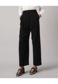 Tory Burch - TORY BURCH - Czarne spodnie z krepy. Stan: podwyższony. Kolor: czarny. Materiał: materiał. Długość: długie
