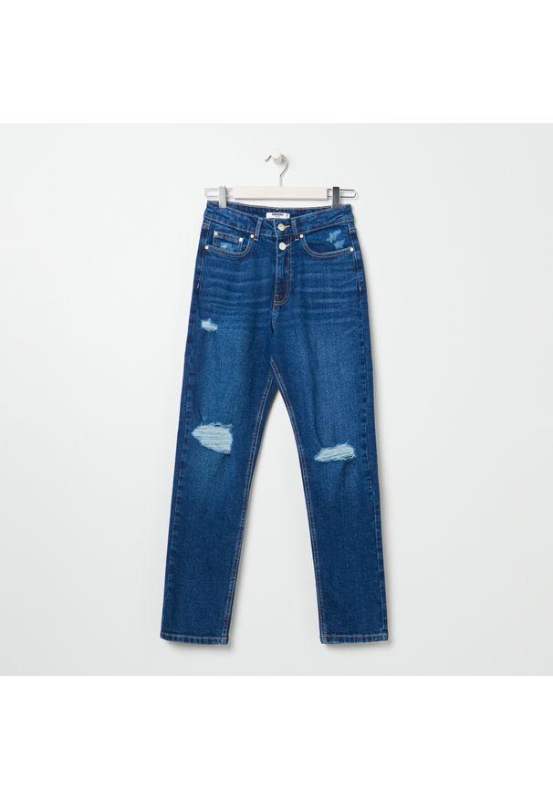 Sinsay - Spodnie jeansowe slim mom - Granatowy. Kolor: niebieski