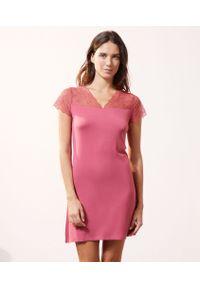 Różowa piżama Etam krótka, w koronkowe wzory