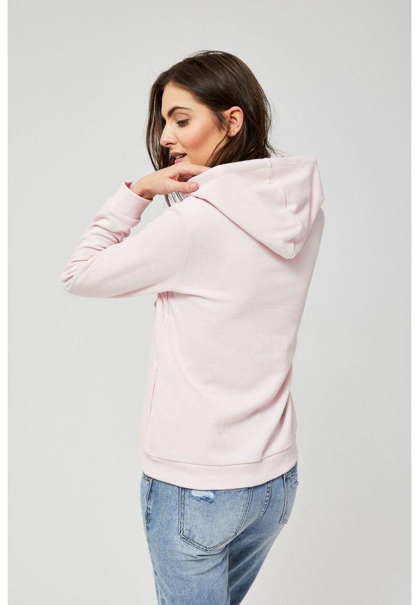 Różowa bluza MOODO z długim rękawem, w ażurowe wzory, z kapturem