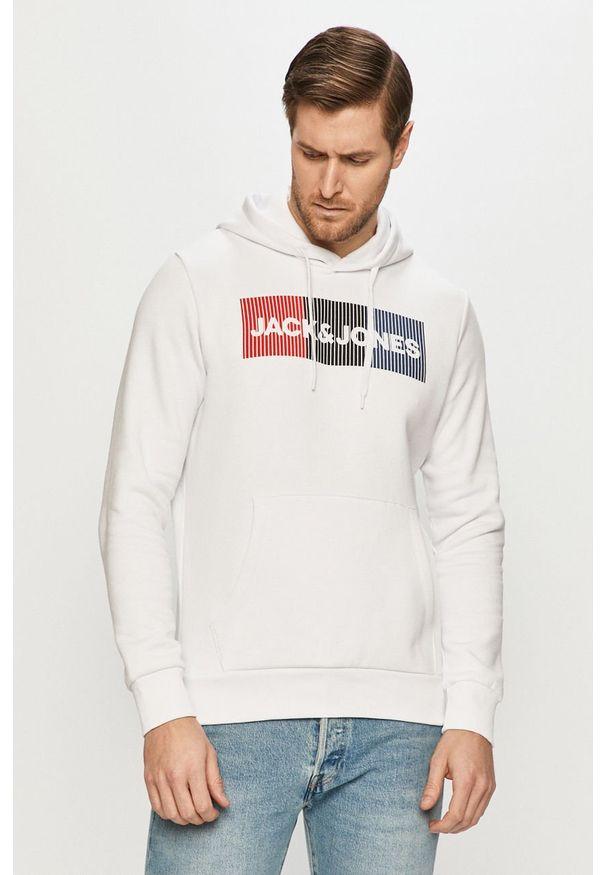 Jack & Jones - Bluza bawełniana. Okazja: na co dzień. Typ kołnierza: kaptur. Kolor: biały. Materiał: bawełna. Wzór: nadruk. Styl: casual