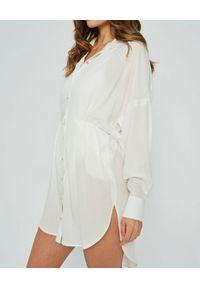 MARLU - Biała sukienka Santo. Kolor: biały. Materiał: len. Typ sukienki: koszulowe, wyszczuplające, asymetryczne. Styl: wakacyjny. Długość: mini