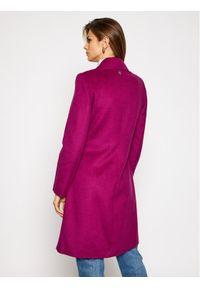 Różowy płaszcz zimowy Guess