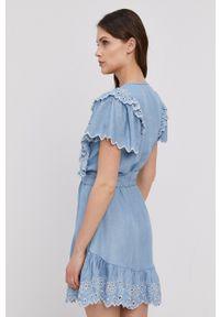 Pepe Jeans - Sukienka Tamy. Kolor: niebieski. Materiał: tkanina. Długość rękawa: krótki rękaw. Wzór: gładki. Typ sukienki: rozkloszowane