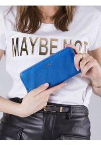 ROVICKY - Skórzany portfel damski lakierowany niebieski RFID Rovicky 8807. Kolor: niebieski. Materiał: skóra