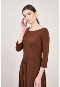 Marie Zélie - Sukienka Limosa czekoladowa. Kolor: brązowy. Materiał: wiskoza, dzianina, materiał, elastan. Długość: midi