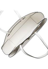 Calvin Klein Torebka Shopper W/Laptop Pouch K60K607880 Biały. Kolor: biały