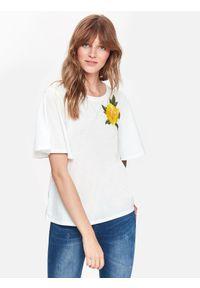 Biały t-shirt TOP SECRET z aplikacjami, na co dzień
