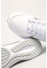 Białe buty sportowe Nike z okrągłym noskiem, z cholewką