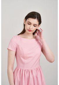 Marie Zélie - Sukienka Melania różowa oxford. Kolor: różowy. Materiał: bawełna, skóra, materiał. Długość rękawa: krótki rękaw. Sezon: lato