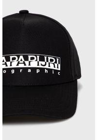 Czarna czapka z daszkiem Napapijri z nadrukiem