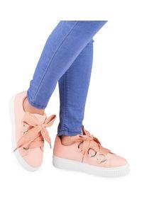 Buty sportowe damskie N/M BM1928 Różowe. Zapięcie: sznurówki. Kolor: różowy. Materiał: tworzywo sztuczne. Obcas: na obcasie. Wysokość obcasa: średni, niski. Sport: turystyka piesza