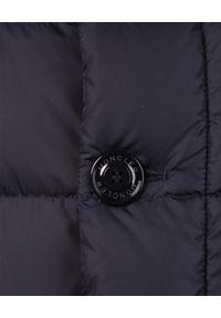 MONCLER - Granatowa kurtka Cluny. Kolor: niebieski. Materiał: futro, materiał. Długość rękawa: długi rękaw. Długość: długie. Styl: elegancki, klasyczny, sportowy